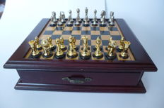 Chess Set '' Noble Design Gold & Silver ''