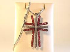 18 kt white gold necklace with diamond 0,40ct and rubies cross pendant, total 4 ct - 40cm