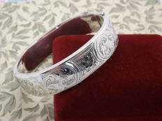 Beautiful hand-engraved Sterling silver bracelet.