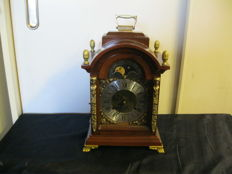 Bracket table clock – Wuba – period 1960
