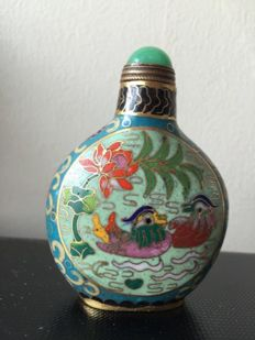 Enamel cloisonné snuff bottle  - China - first half 20th century