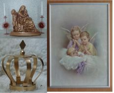 Beautiful lot of devotional items - including statue of Mary, Jesus and John - candlesticks-nice baby print - various booklets, (death) cards etc.