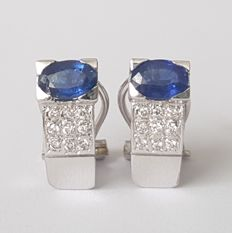 18 kt white gold earrings with sapphires and 30x diamonds – Length: 14 x 6 mm