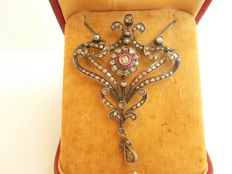 Silver pendant and chain with an estimate total diamond weight of 4 carats rose cut and old cut and rubies - No Reserve