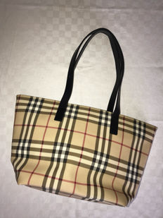 Burberry – shoulder bag