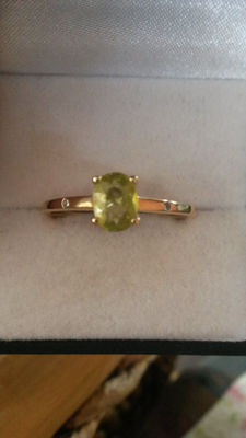 Rare rare 0.92ct Madagascan Sphene and Diamond gold ring. No Reserve