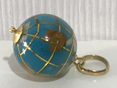 Pendant in 18 kt gold and turquoise (precious stone) – Globe shaped – No reserve