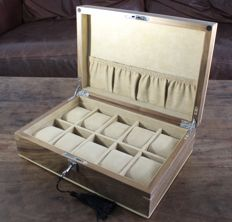 LUXURY REAL WALNUT WOOD VENEER WATCH BOX — Men — 2011-present