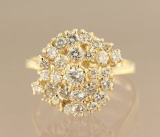 14 kt yellow gold ring set with 29 brilliant cut diamonds, approximately 1.00 carat in total, ring size 16.25 (51)