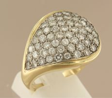 14 kt bi-colour gold ring set with 53 brilliant cut diamonds, approximately 2.50 ct – ring size 18 (56)
