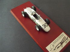 True Scale - Scale 1/43 - Porsche 804 F1 GP France 1962 - Winner: Dan Gurney - Autographed.