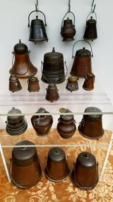 18 miniature extinguishers - copper and/or brass, H 20 cm to 6 cm