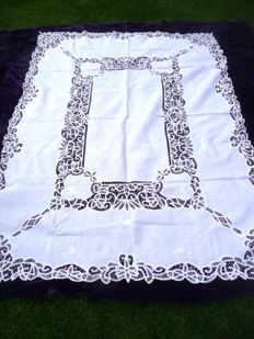 Very beautiful, large and handmade tablecloth, likely from Italy, first half of the 20th century