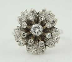 14 kt white gold ring in the shape of a flower, set with in the centre an old Amsterdam cut diamond and 23 single cut diamonds, total of approx. 0.76 ct, ring size 18 (56) ****No reserve price****