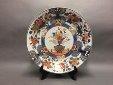 Large Imari porcelain plate, glazed and painted by hand (43 cm in diameter) - Japan - Approx. 1920