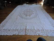 White linen table cloth, size 300 x 200 cm. Date: early 20th century