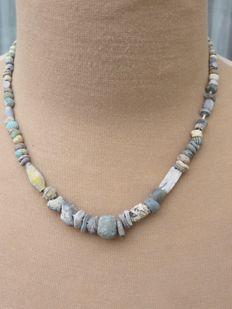 Near East - Archaeological beaded necklace with glass and stone beads - Bronze age to Middle ages - 44 cm.