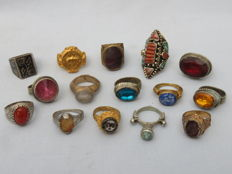 Collection of 15 old (signet) rings with stones/glass and niello inlay – 20th century
