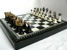 Italfama chess made of metal and wood. Display board.