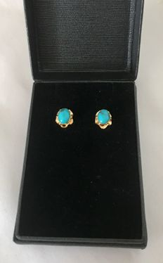 Yellow gold (18 kt/750) with oval cut turquoise stones of 4.20 ct - Earring length: 20 mm - No reserve