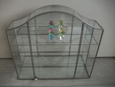 Swarovski - Display Cabinet with Flowers, yellow and pink.