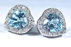 18 kt . White gold earrings with 34 diamonds, GH-SI – 2 Natural heart-shaped blue topazes of 1.35 ct – No reserve