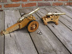 2 copper miniature cannons on a wooden canon carriage