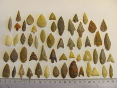 56 x Neolithic arrowheads - 16/40 mm (56)