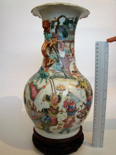 Famille rose vase with figures - China - End of the 19th century