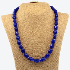 18 kt (750/1000) yellow gold –  Necklace composed of sapphire beads – Necklace length: 46 cm.