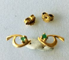 Pair of earring in gold 750 with emerald Lenght of earring is 10,80 mm