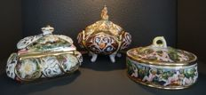 Three porcelain covered boxes with little angels of Italian porcelain, Capodimonte