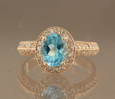 14 kt rose gold entourage ring with 1.30 ct blue topaz and 48 brilliant cut diamonds, ring size 16.5 (52)