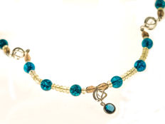 18 kt white gold clasp - Multi gemstone pendant necklace with London Blue topaz, 43.5 cm long,