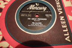 22 78 rpm records with sleeves, like The Gadabouts, Lola Dee, The Platters, Earl Bostic, all top artists
