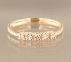 14 kt rose gold ring set with 5 brilliant cut diamonds, in total approx. 0.18 carat, ring size: 17 (53)