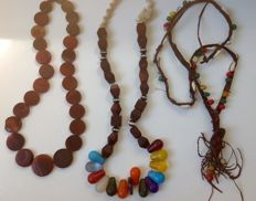Lot of three traditional necklaces from Mali with antique beads, approx. 63, 70 and 130 cm