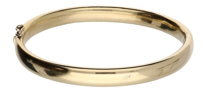Yellow gold bangle – Diameter: 5.2 cm.