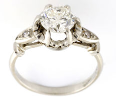 White gold ring with central natural diamond weighing 1.47 ct   (J-I2) brilliant cut (IGE certificate) and two diamonds on the shoulders