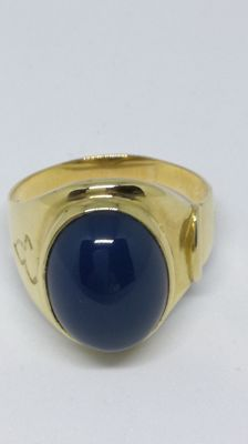 Solid yellow gold ring with cabochon cut blue agate.