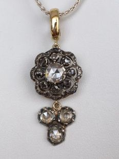 Silver necklace with an antique 18 kt yellow gold and silver pendant, with rose cut diamonds, approx. 3.00 ct