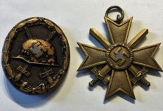 1933-1945 3rd Reich Purple Heart 1939 in black and war merit cross 1939