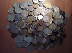 World – lot of more than 700 international coins