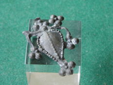 Rare pewter profane insignia - Heart in clovers - 15th century - 34 mm