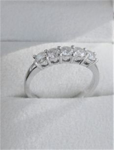 White gold ring with five brilliant cut diamonds – 1.00 ct in total