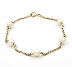 Bracelet - Akoya pearls measuring 6mm - bracelet length 19cm.