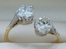 "Gold diamond design ""bow"" ring with 2 large brilliants - 0.45/0.43 ct - 0.88 ct in total."