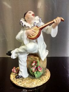 Capodimonte sculpture - A harlequin playing the mandolin - Designed by Carlo Mollica