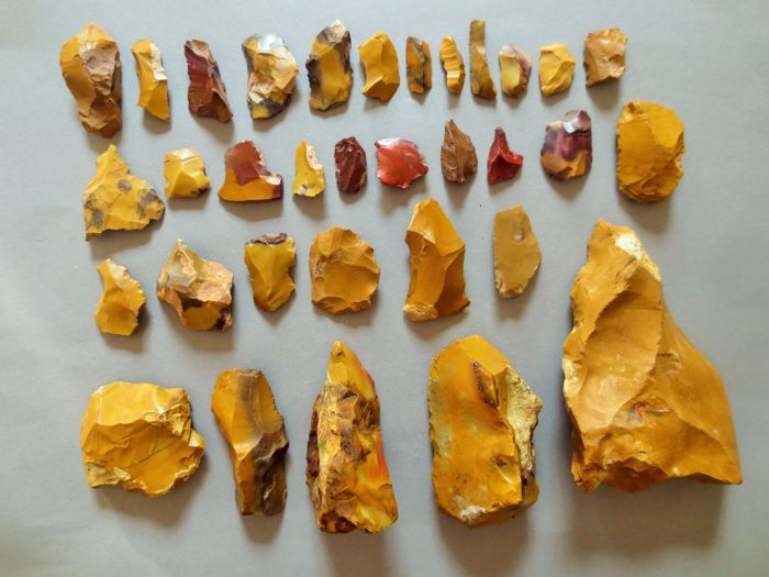 Large collection of 33 magnificent Mousterian / Neanderthal artefacts from Fontmaure 3 / 15 cm (33)