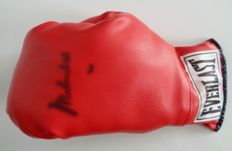 Boxing Glove signed by Muhammad Ali - Everlast size 7 - Notary letter JSA -